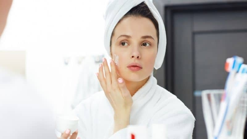 Best Moisturizers for Dry Skin in India 2021